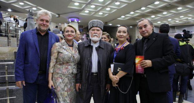 "At the film festival in India the Tatar film ""Gyushik almasy"""