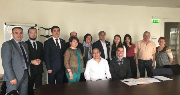 Василь Шайхразиев пообщался со студентами, изучающими татарский язык в Париже