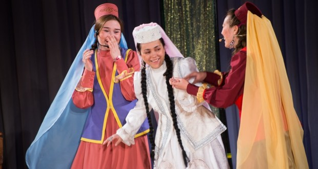 В Челябинске состоялась премьера спектакля «Башмагым» возрожденного татарского театра