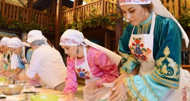 В Омске на фестивале татарской культуры «Сенной базар» приготовят гигантский чак-чак