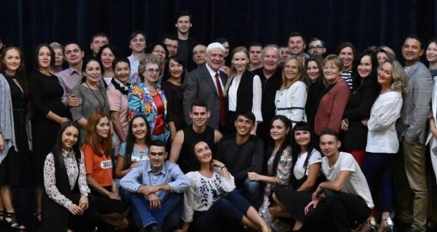 Коллективу ТЮЗа имени Габдуллы Кариева представили нового директора