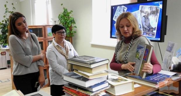 Участники форума «От родины Тукая на землю Калевалы» посетили Национальную библиотеку Карелии