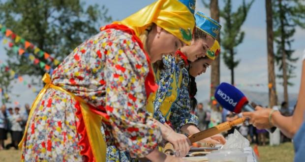«АЛГА К ИСТОКАМ»:  о Стратегии развития татарского мира, этнобрендах и культурном коде