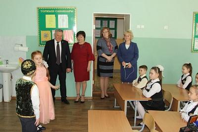 Татарстанның мәгариф һәм фән министры 65нче Татар гимназиясендә булды