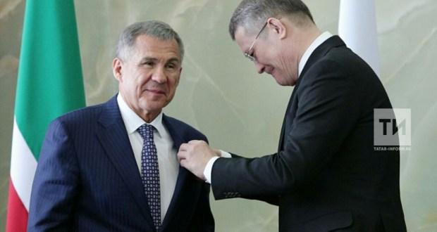 Рөстәм Миңнехановка Уфада Салават Юлаев ордены тапшырылды