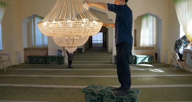«Чиста мәчет» акциясе: мөфтият волонтёрлары «Рамазан» мәчетендә өмә оештырды
