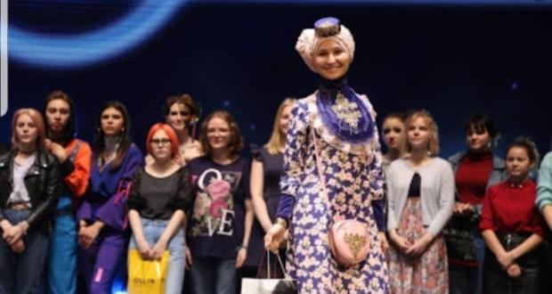 В Хабаровске участницы Форума татарской молодежи показали моду современных татарских нарядов