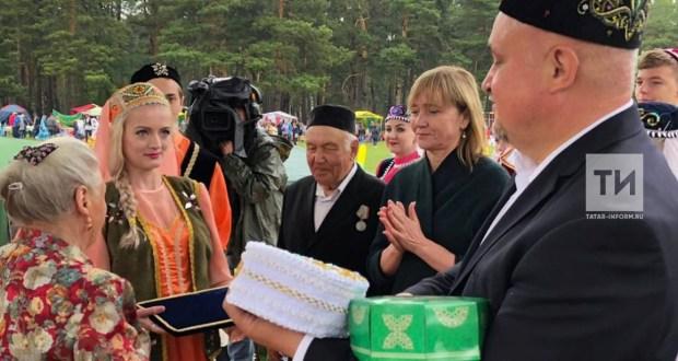Кемерово өлкәсе губернаторы Прокопьевск Сабан туена атка атланып килгән