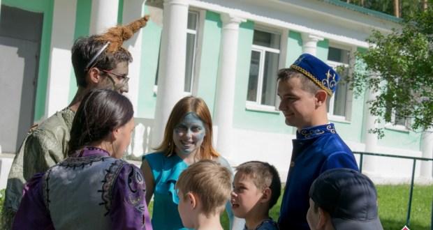 В Екатеринбурге на сабантуе дети веселились с героями известных татарских сказок