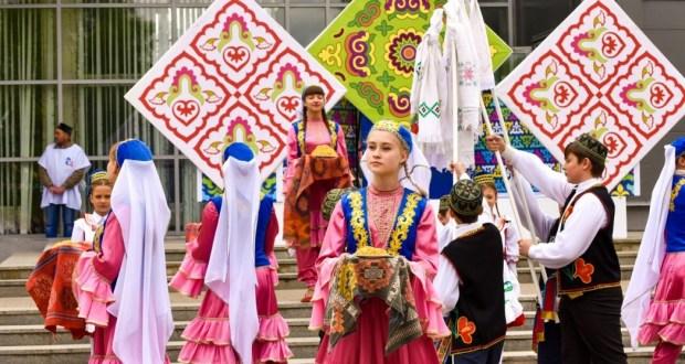 В Томской области разгулялся детский Сабантуй и традиционный обряд «Сабантуйные дары»