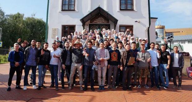 Участники Форума мусульманской молодежи направились в Болгар. Сегодня – 1 день всероссийского слета