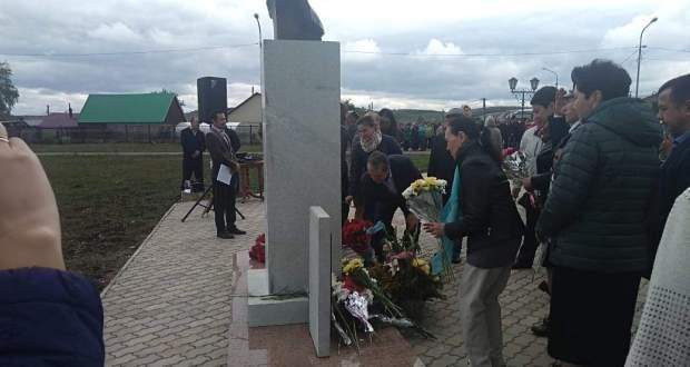 Җәлил-Кормашлар белән бергә җәзалап үтерелгән унберенче каһарман Сәлим Бохаровка Кыргыз-Миякәдә  һәйкәл ачылды