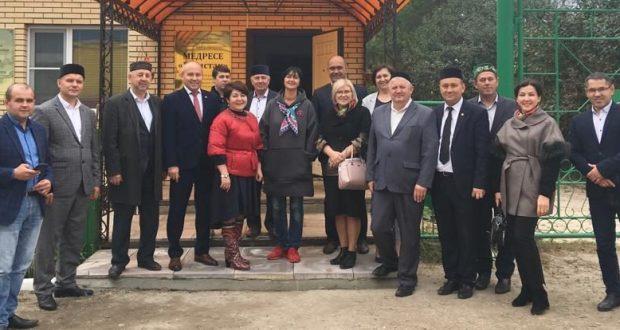 ФОТОРЕПОРТАЖ: Басма матбугатларының баш мөхәррирләре Чувашиядәге татар авыллары белән таныша