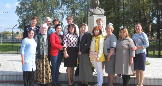 Tatar women of Ak Kalfak organization of Nizhny Novgorod region gathered at a round table