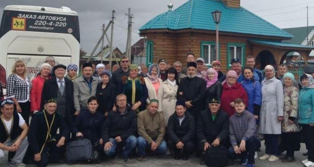 Чат татары: Без авыл мулласын кулга күтәреп йөрергә әзер