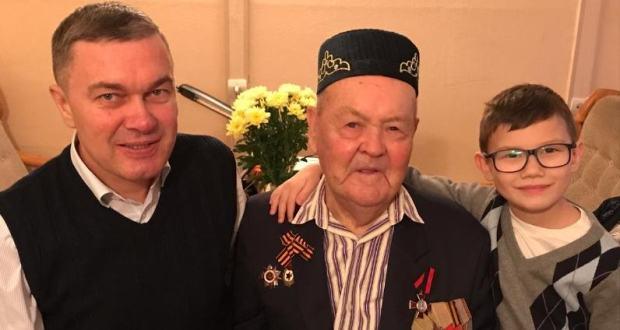 Ренат Валиуллин поздравил фронтовика Тимербаева Р.Х. с 95-летием