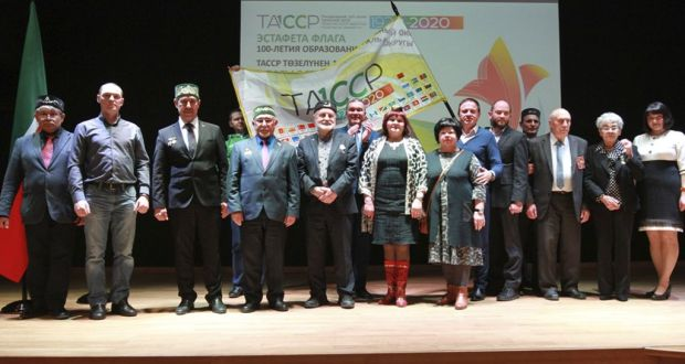 ФОТОРЕПОТРАЖ: ТАССРның 100 еллыгы флагы эстафетасы тантаналы төстә Калининград өлкәсендә узды