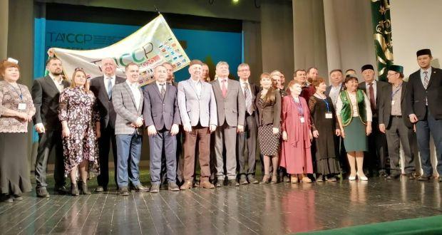 ФОТОРЕПОТРАЖ: ТАССРның 100 еллыгы флагы эстафетасы тантаналы төстә Оренбург өлкәсендә узды