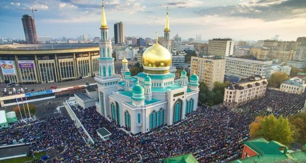 Reading of the Holy Quran sounds around the clock  at the Moscow Cathedral Mosque