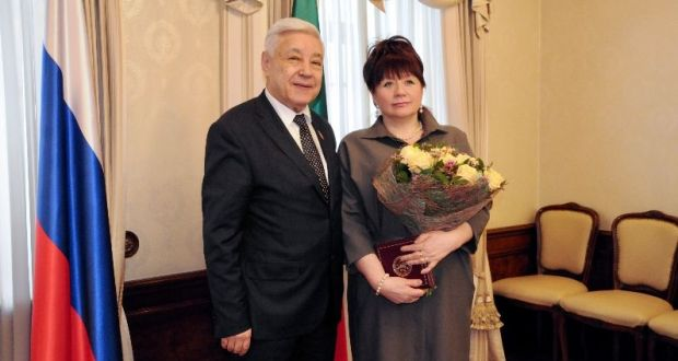 Фарид Мухаметшин вручил сотруднице Полпредства Татарстана медаль ордена «За заслуги перед Республикой Татарстан»