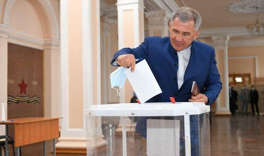 Минниханов проголосовал по поправкам к Конституции на ближайшем участке от Кремля