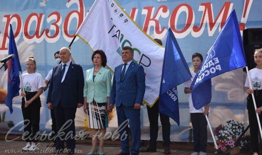 Аксубайлылар ТАССРның 100 еллыгы флагына бишенче гербны беркетте