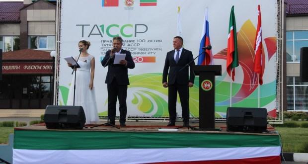 Тәтештә яшәүчеләр ТАССРның 100 еллыгы флагын каршы алды