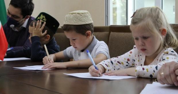 Узбекистан написал «Татарча диктант-2020»