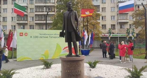ФОТОРЕПОРТАЖ: Церемония открытия памятника татарскому поэту Г. Тукаю в Челябинске