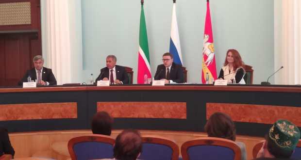 Президент Татарстана встретился с татарским активом Челябинской области