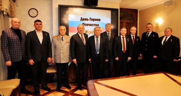 Полномочный представитель РТ в РФ генерал-майор Равиль Ахметшин поздравил Героев России