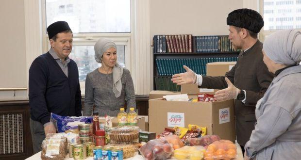 В комплексе фонда «Ярдэм» начали раздавать продуктовые новогодние наборы нуждающимся