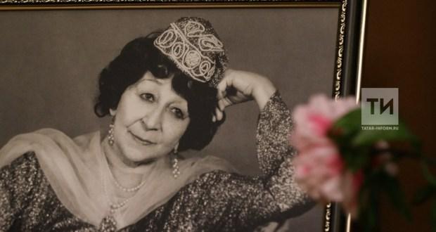 В Казани установили мемориальную доску в честь Сары Садыковой