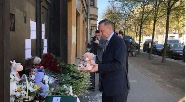 Губернатор Санкт-Петербурга возложил цветы к мемориалу у Постоянного представительства Республики Татарстан