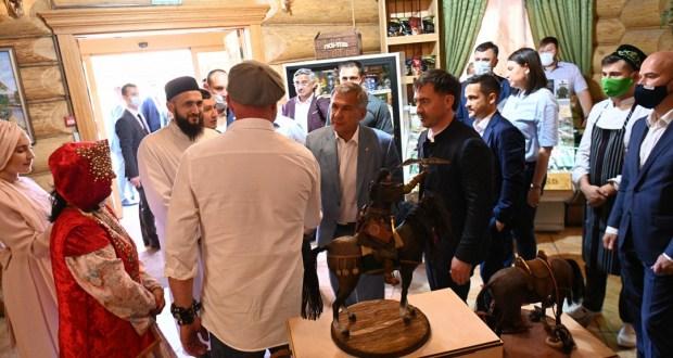 Муфтий РТ презентовал образ Туган Батыра Президенту Татарстана Рустаму Минниханову