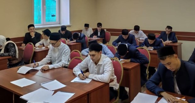 Мәдрәсә шәкертләре татарча диктант яздылар
