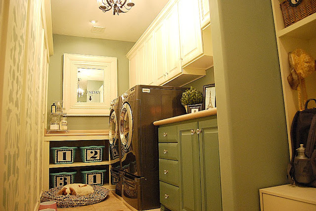My {{Beachy}} Laundry Room Reveal!!