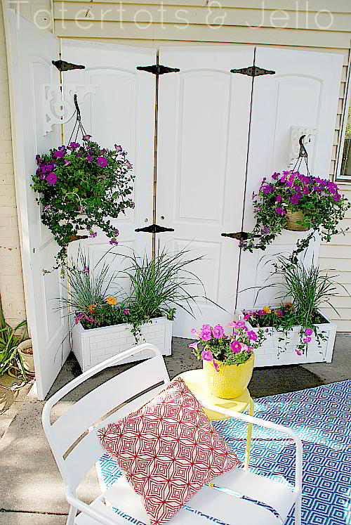 Privacy screen and subway planters