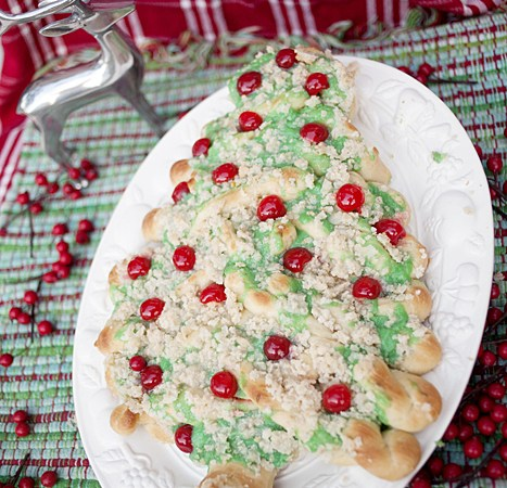 HAPPY Holidays – Christmas Tree Bread Recipe!