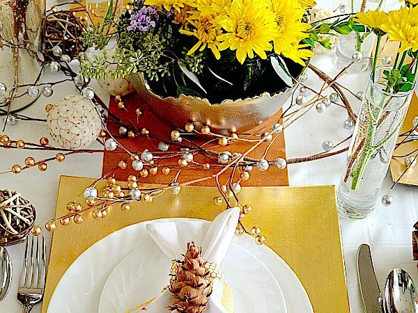 Metallic Holiday Tablescape — perfect for Thanksgiving, Christmas or New Years