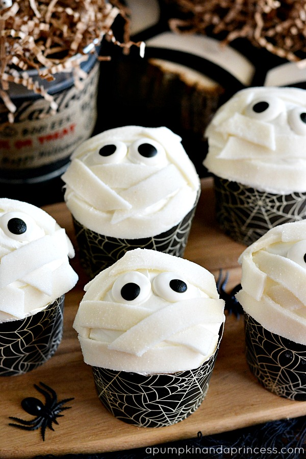 Halloween-Party-Food-Mummy-Cupcakes[1]