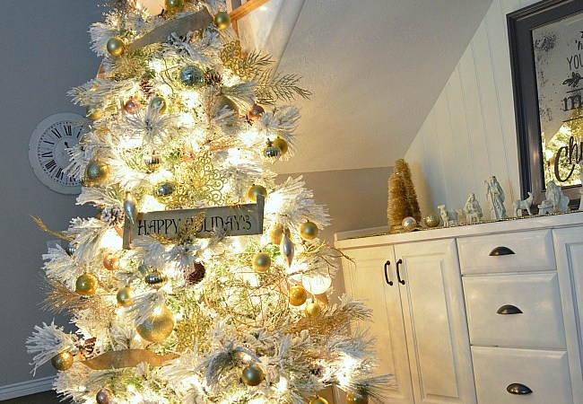 """Holiday Decor: Build A Christmas Tree """"Crate"""" Stand"""