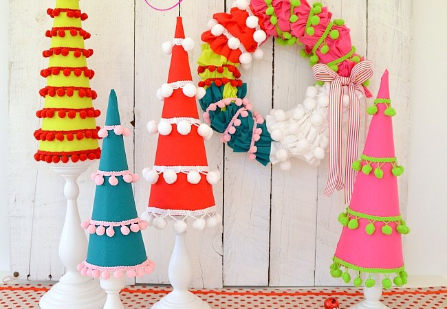 Make Holiday Pom Pom Trees! #HolidayIdeaExchange