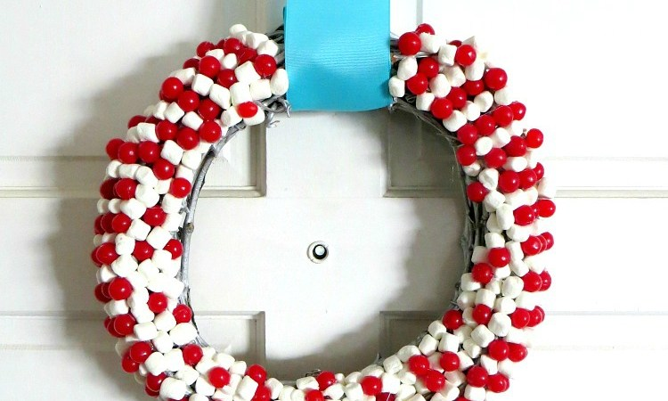 Happy Holidays: DIY Marshmallow & Candy Christmas Wreath
