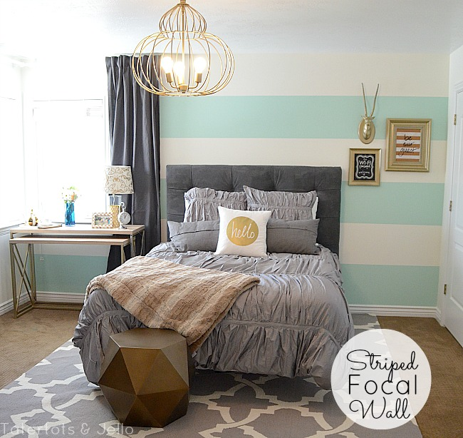 striped focal wall mint