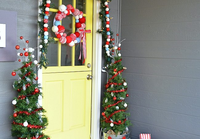 Christmas Porch at the #1905Cottage!