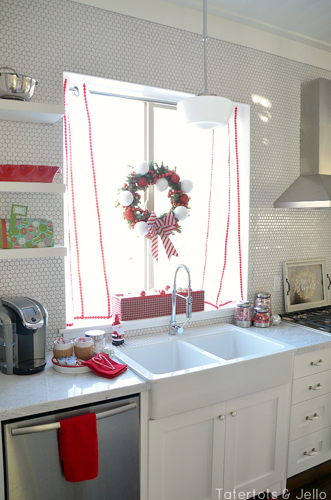 red and white oliday kitchen at tatertots and jello