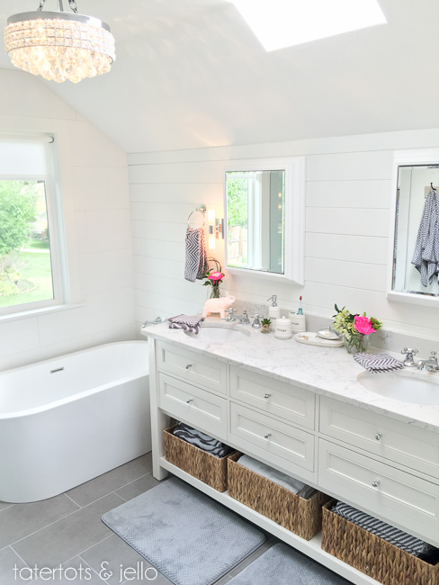 20 Modern Farmhouse and Cottage Bathroom Tile Ideas!