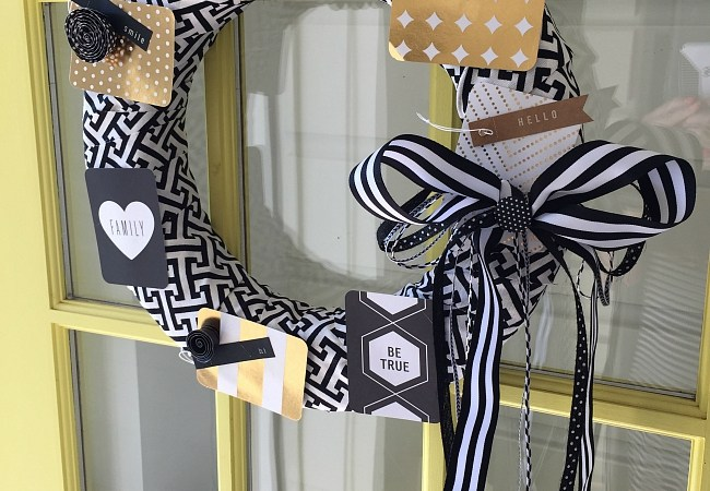 Make a Black and White Inspirational Wreath — using Project Life Cards!