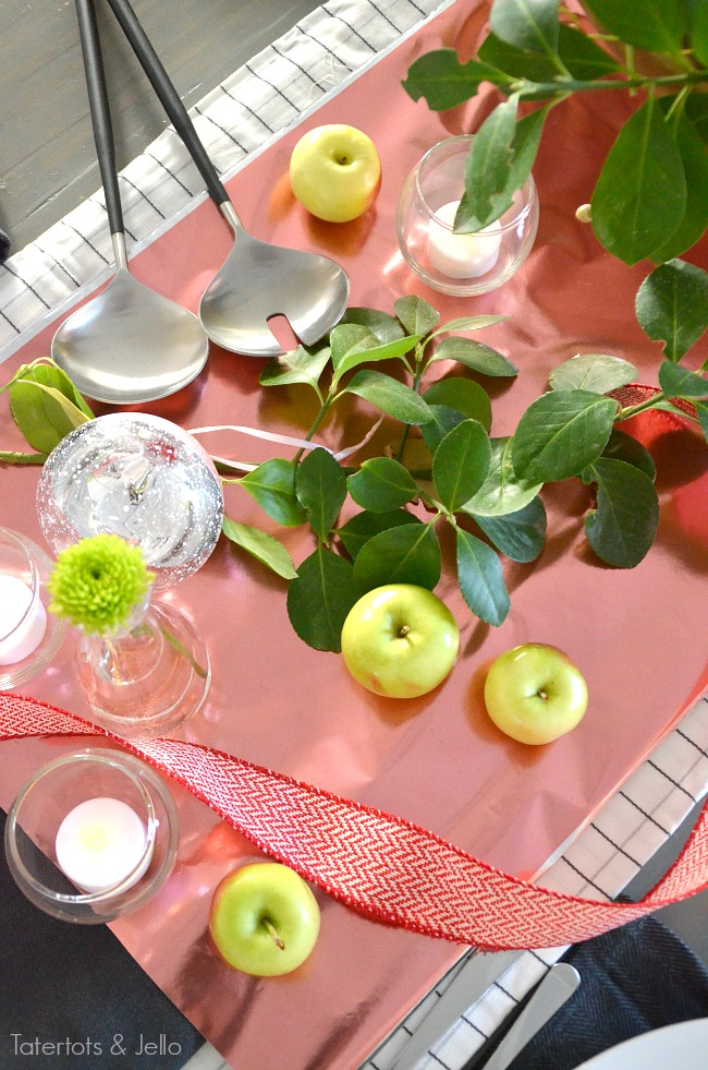 pink and red metallic tablescape